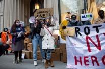 Congressistas de 35 países subscrevem a campanha global 'Faça a Amazon Pagar'