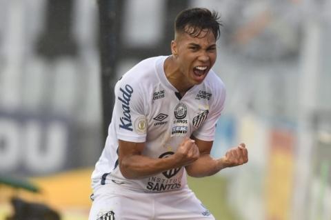 Santos consegue liberação da CBF e terá Kaio Jorge contra o Grêmio