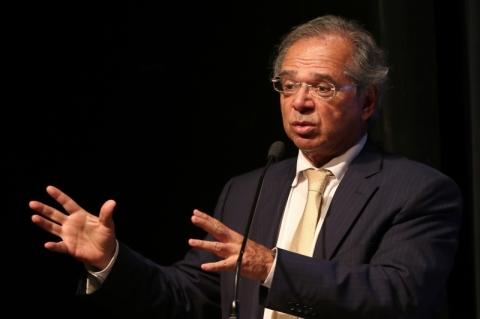 Guedes defende flexibilizar a legislação trabalhista
