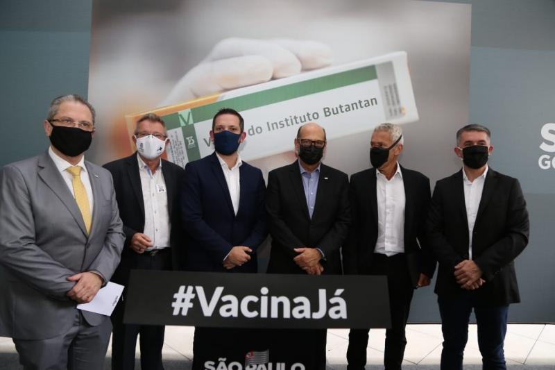 Dirigentes estiveram no lançamento de produção da primeira vacina brasileira contra o Covid