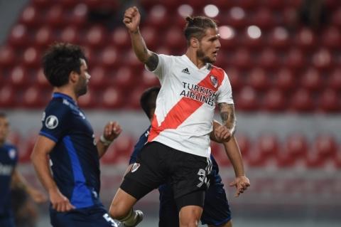 Com 2 gols no 2º tempo, River vence Nacional e fica perto da semifinal