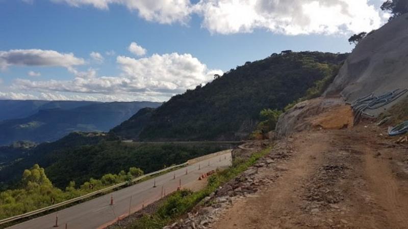 O Daer está restaurando o pavimento dos km 14 e 15, em Itati, além de outras melhorias