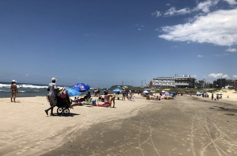 Turismo voltou a ter forte queda em dezembro, que pode estar ligada a restrições como em praias