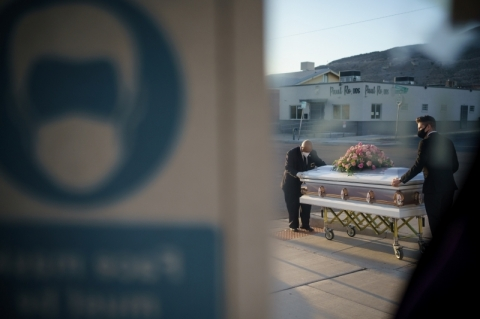 EUA tem novo recorde diário de mortes por Covid-19, com 3.656 óbitos