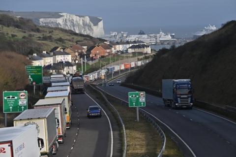 Com fronteiras fechadas por nova cepa de Covid-19, cresce temor de desabastecimento no Reino Unido