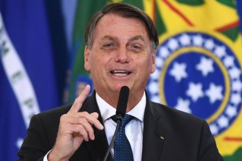 Bolsonaro questiona laboratórios e diz que eles deveriam estar interessados em vender vacina ao Brasil