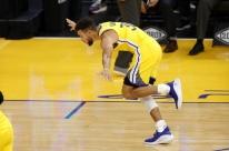 Com 62 pontos, Curry lidera vitória dos Warriors contra Portland por 137 a 122