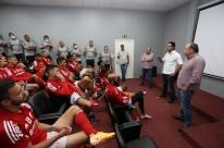 Novo executivo de futebol, Paulo Bracks é apresentado ao grupo do Inter