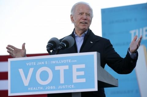 Em comício, Biden diz que opositores estão descobrindo agora que 'poder vem do povo'