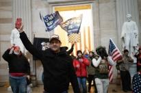 Polícia retira manifestantes e anuncia que Congresso está seguro após invasão