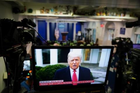 Trump pede a manifestantes que saiam do Congresso e voltem para casa 'em paz'