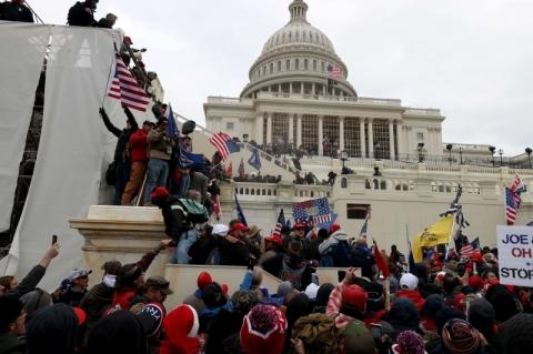 Manifestantes pró-Trump invadem o Congresso