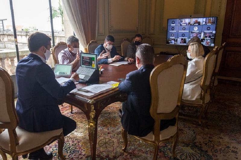 Encontro reuniu representantes do governo do Estado, Famurs e prefeitos da Região Metropolitana