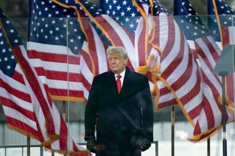 Democratas pedem a Pence que use regra constitucional para afastar Trump