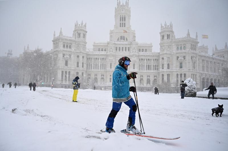 A maior tempestade de neve dos últimos 50 anos cobriu grande parte da Espanha