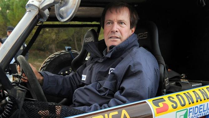 Auriol foi o primeiro piloto da história a vencer o Dakar nas motos e nos carros