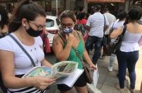 Desempregados fazem fila em busca de vaga em Porto Alegre