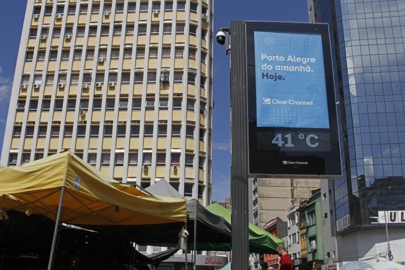 Termômetros de rua de Porto Alegre marcaram 41°C ontem