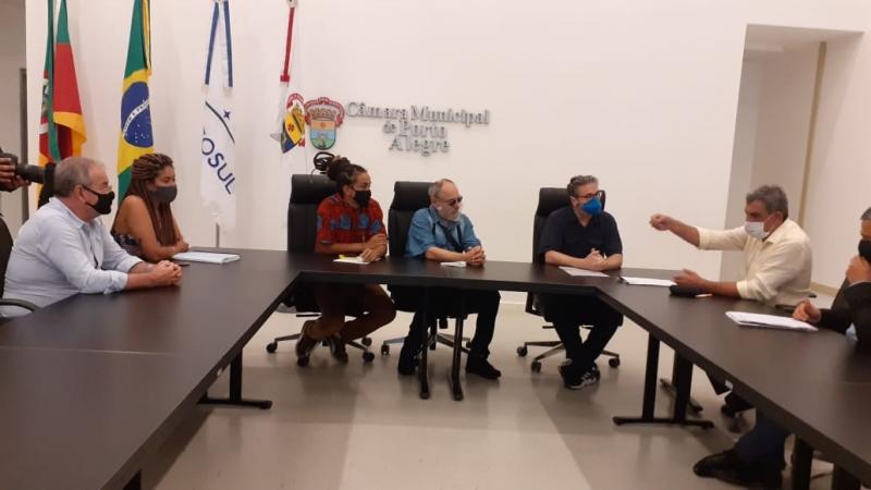 Parlamentares do PSOL receberam a visita do prefeito Sebastião Melo (d)