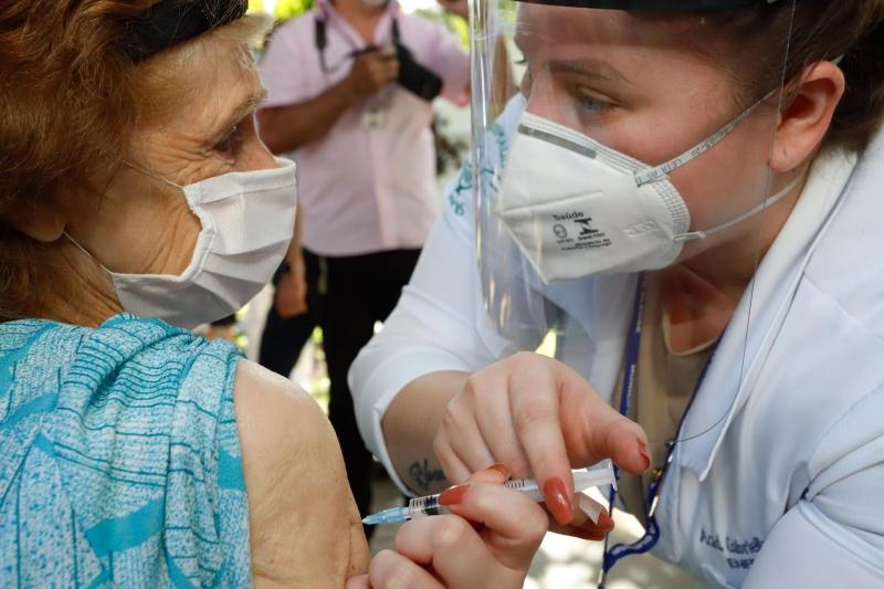 Gabinete de Crise advertiu para população não relaxar cuidados, mesmo com a vacinação