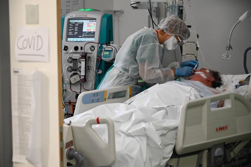 Ainda há 915.823 pessoas com casos ativos em acompanhamento por profissionais de saúde