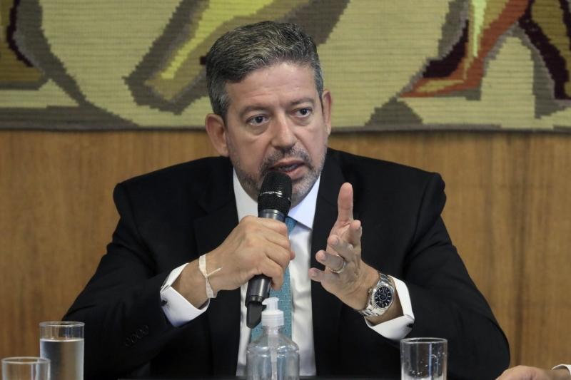 Lira diz que é preciso novas alternativas para enfrentar a crise
