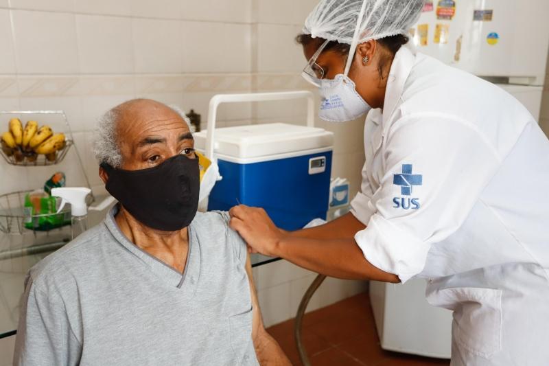 Cronograma prevê começo da imunização dos idosos acima de 90 anos nesta quarta