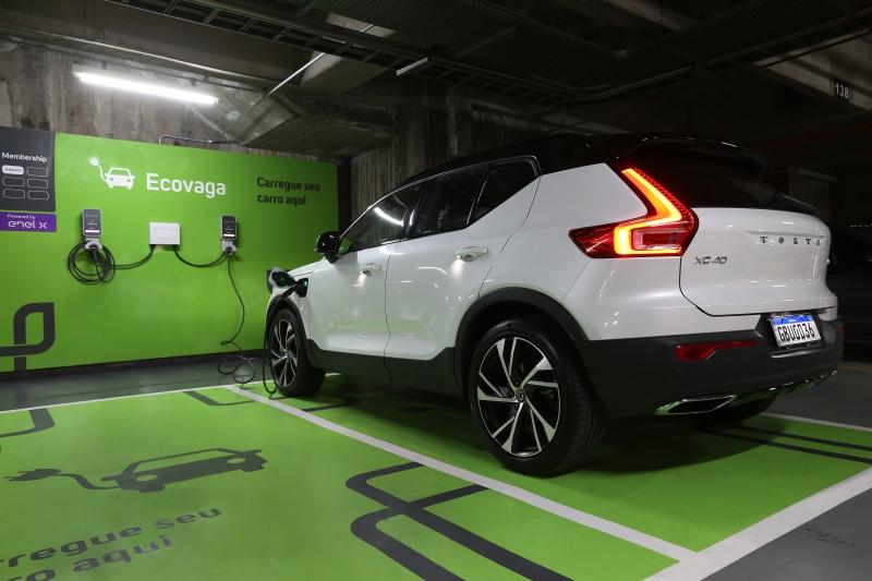 Estações de recarga conseguirão abastecer 80% da bateria de um veículo elétrico em cerca de três horas