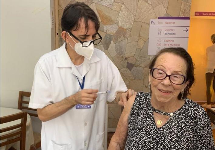 Eloína, de 99 anos, havia recebido a primeira dose da vacina no dia 17 de janeiro