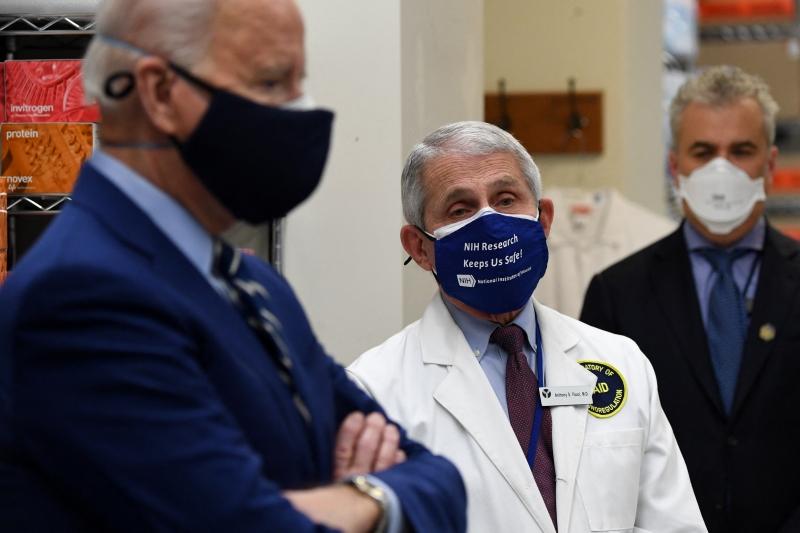 Fauci é um dos principais assessores médicos do presidente norte-americano, Joe Biden