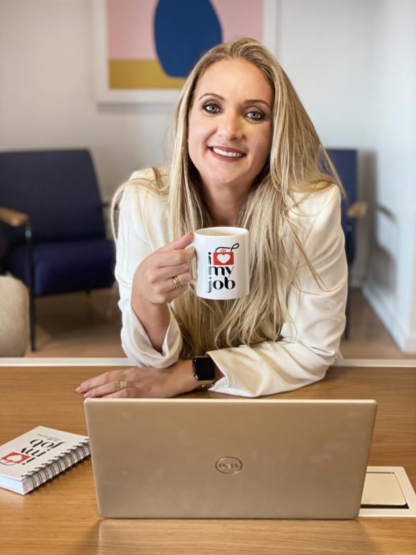 Angélica Madalosso é fundadora e diretora de negócios e estratégia criativa da ILoveMyJob