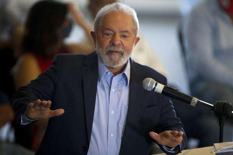 Lula tem mantido diálogo com caciques emedebistas na tentativa de restabelecer a aliança