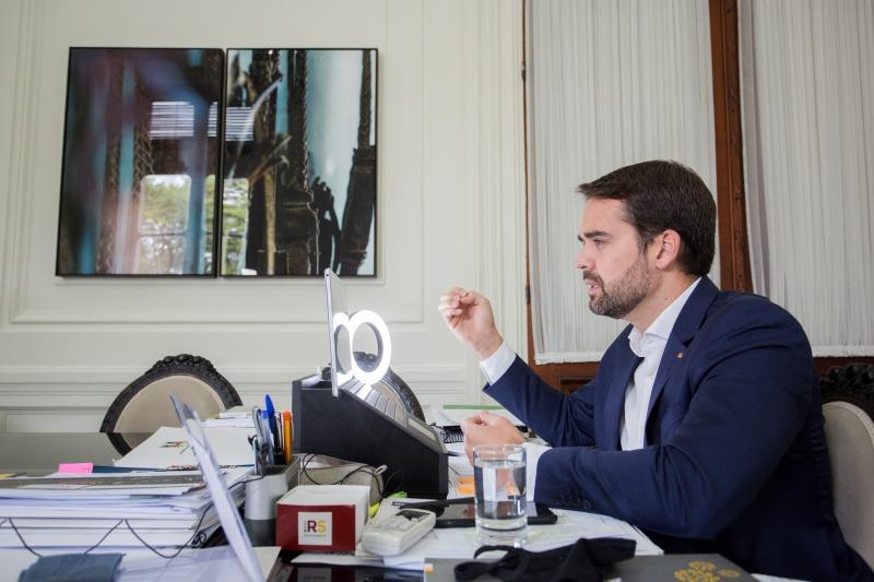 'Se não fizermos rapidamente, a Corsan vai se tornar o que é a CEEE', advertiu Leite