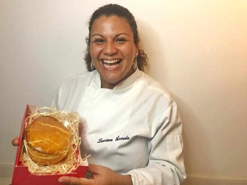 A chef Luciana Arruda cobra R$ 68,00 pela sua invenção deste ano, que foi sugerida por um amigo