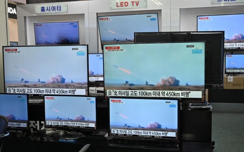 Projéteis voaram 450 quilômetros, a um apogeu de 60 quilômetros, antes de pousar no mar