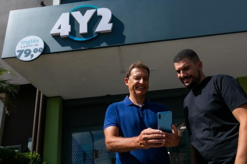 Francisco Fortes, empreendedor social, e Anderson Silveira, diretor operacional da franquia da 4You2 em Porto Alegre