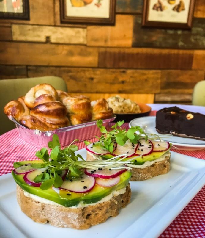 O cardápio do Café Angélica é desenvolvido de acordo com a oferta de frutas e vegetais