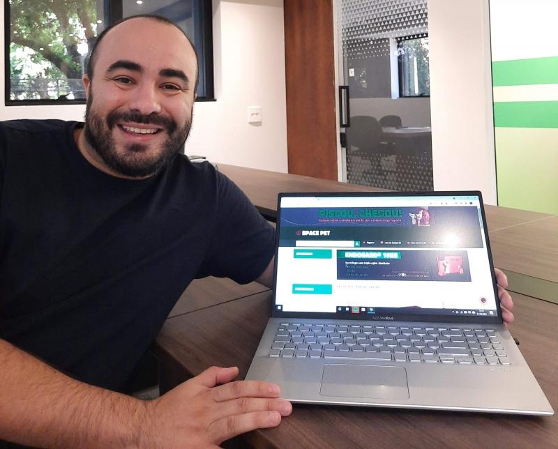 Kairuan Kunzler criou a Space Pet, plataforma que conecta tutores ao comércio local de pet shops