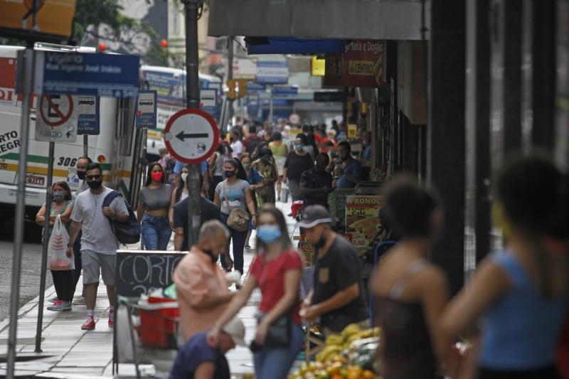 Estado confirmou mais 828 infecções por coronavírus nas últimas 24 horas
