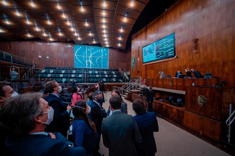 Debates em plenário abordaram a decisão do governador Eduardo Leite de negociar a Corsan