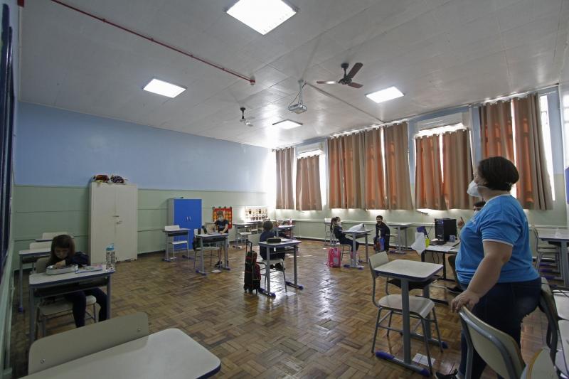 Medidas de enfrentamento à pandemia nas escolas devem ser readequadas ao atual cenário