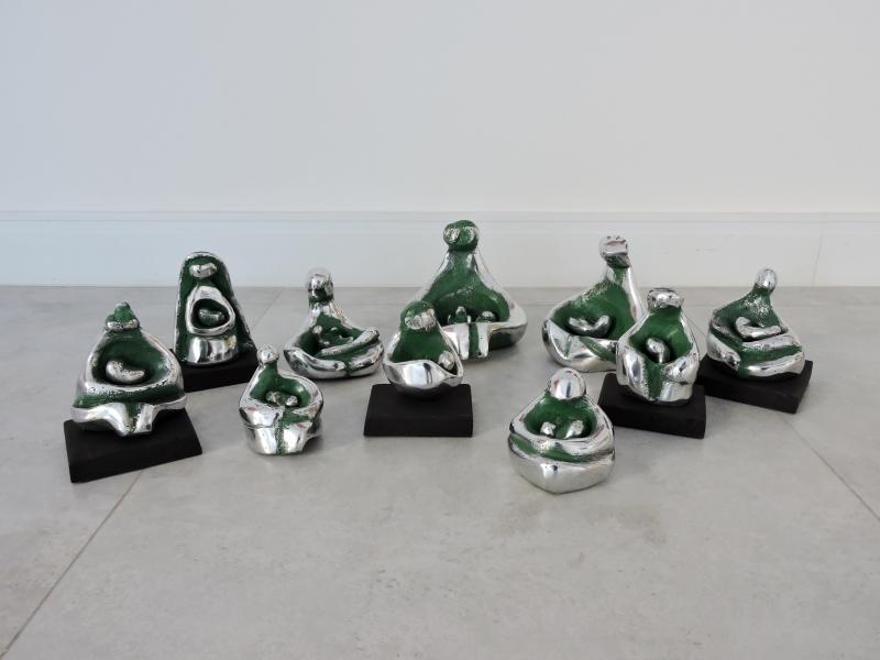 Esculturas 'Mãezinhas', de Margarida Stein, integram coletiva 'Materno, moderno &eterno'