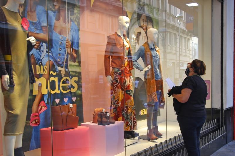 Setor comemorou a abertura das lojas neste ano, o que em 2020, na véspera da data, não ocorreu