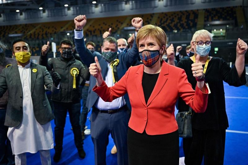 Primeira-ministra da Escócia, Nicola Sturgeon comanda o Partido Nacional Escocês (SNP)