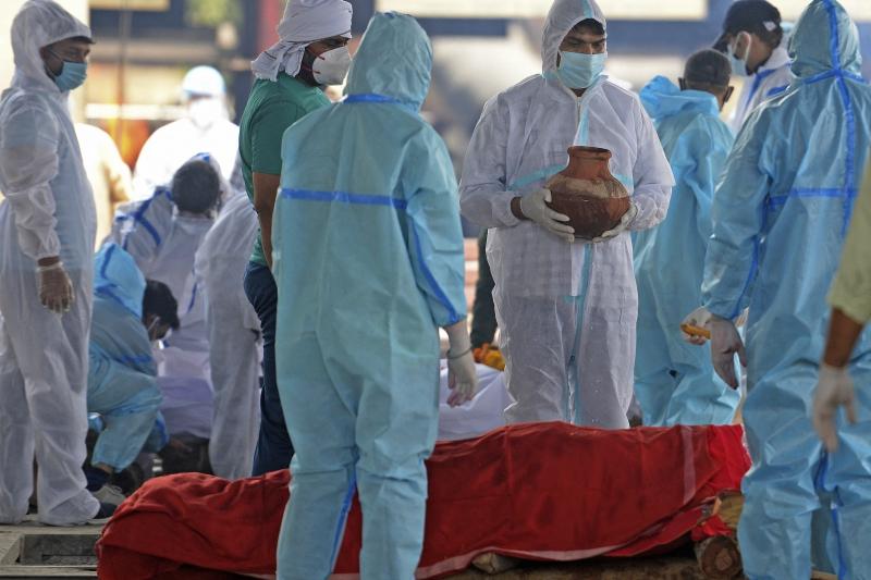 Entre ontem e hoje, foram confirmadas 860 mortes resultantes da pandemia