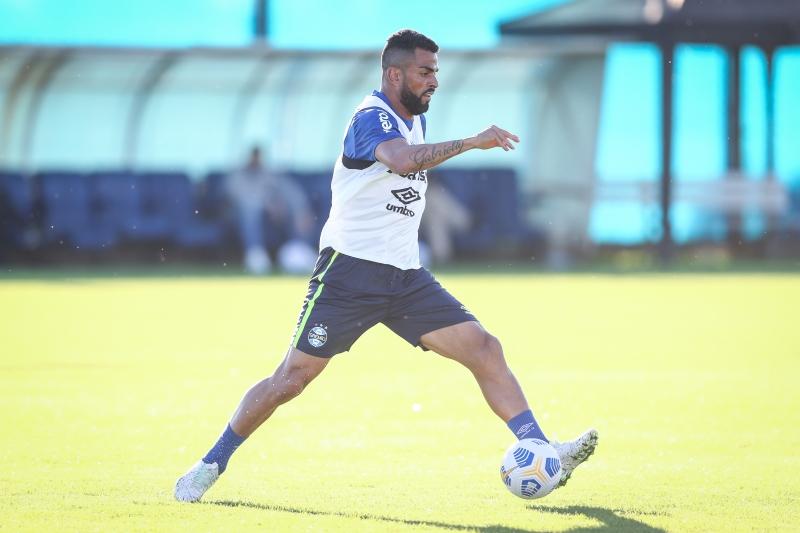 Capitão Maicon disputa com Lucas Silva um lugar entre os titulares contra o time do Distrito Federal