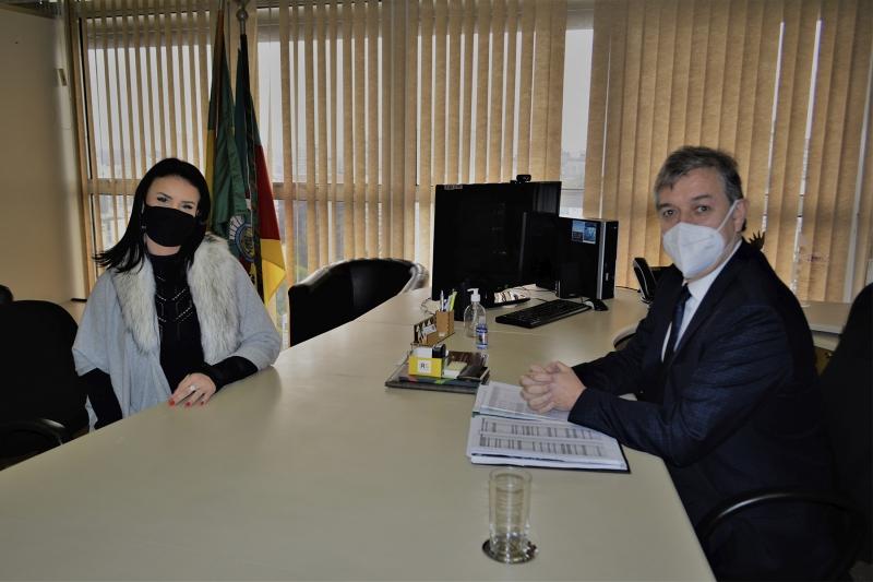 Secretário Edson Brum recebeu Lauren Momback, presidente da Junta Comercial