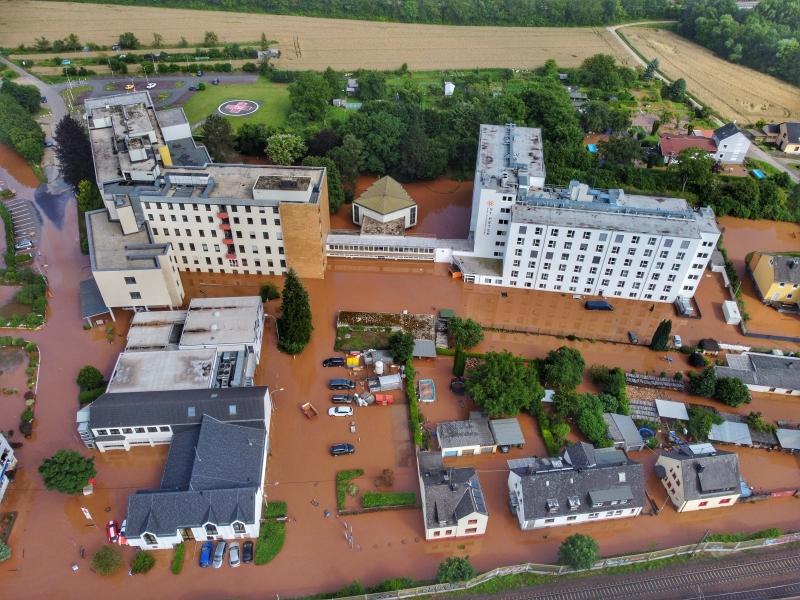 Hospital teve de ser evacuado após as chuvas torrenciais