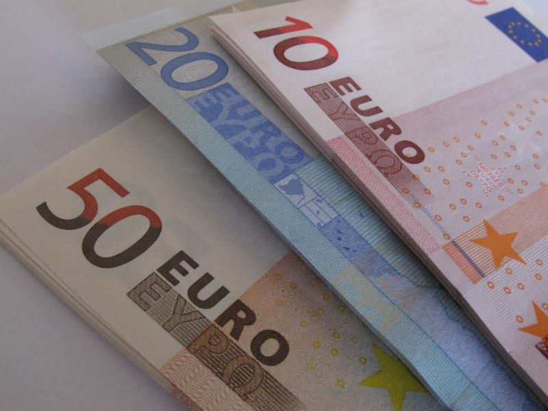Seu principal componente, o euro recuava a US$ 1,1775 no fim da tarde em Nova York
