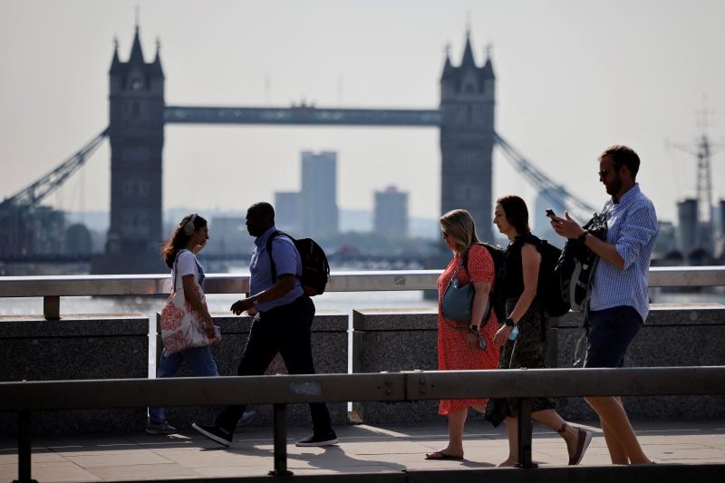 Distanciamento social e o uso de máscara não são mais obrigatórios na Inglaterra